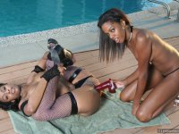 Hardcore poolside action with two ebony dykes