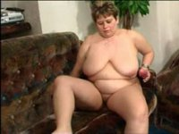 Fat mama with gorgeous long tits diddles herself