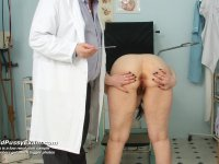 Blazena older minge pussy spreader gyno exploration at clinic