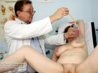 Aged madam Katerina gets hole specula examined at gyno clinic