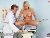 Old madam Dorota gets muff gynecological tool examined at gyno clinic