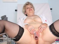 Ruzena elder curious nurse cunny plastic dong masturbation on gynochair