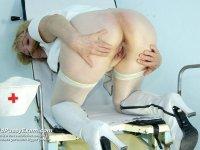 Sofie old mature nurse puss vibrator masturbation on gynochair
