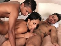 Bisexual hunks tongue fucking a brunette babe