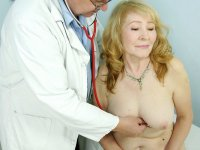 Dirty Sofie mature gynoclinic gynochair vagina speculum checkup
