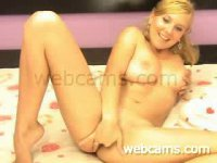 Hot blonde show us how she enjoy herself, she start fingering later she